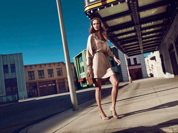 Kratka lagana krem haljina Massimo Dutti: Trendseterke u gradu
