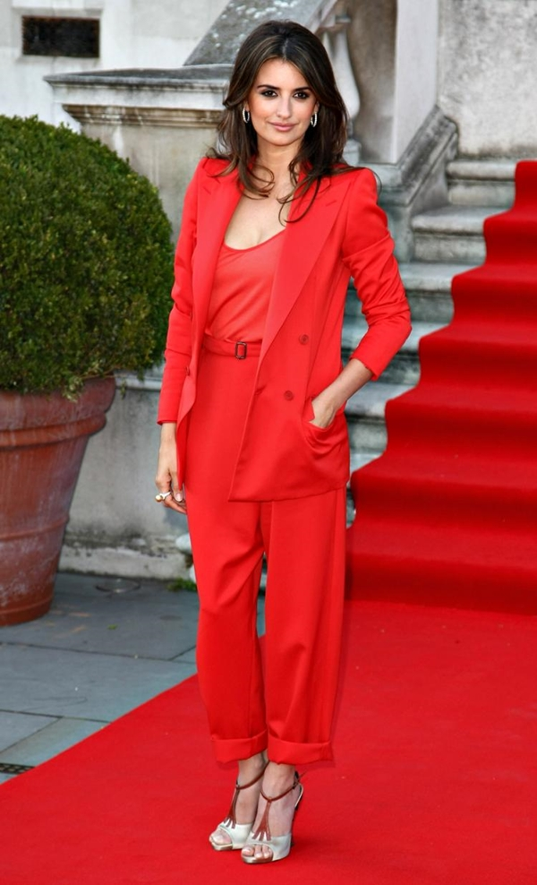 Penelope Kruz u crvenom odelu Trend sa crvenog tepiha: Ženska odela