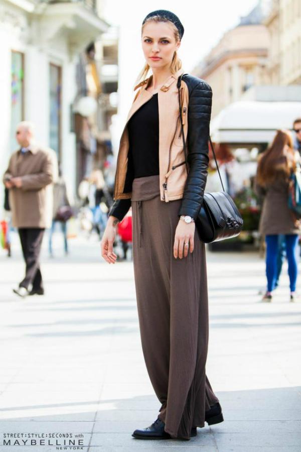 Plavokosa devojka u jakni sa crnim rukavima Street Style: Inspirativni Zagrepčani dočekali proleće