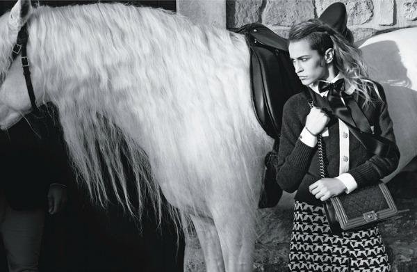 Prepoznatljivi kvalitet Chanel torbe Chanel Boy Handbags: Alice Dellal i Karl Lagerfeld su tim