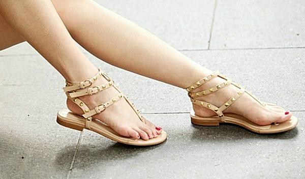 Ravne sandale1 Elegantna i prefinjena: Obuća u bež boji