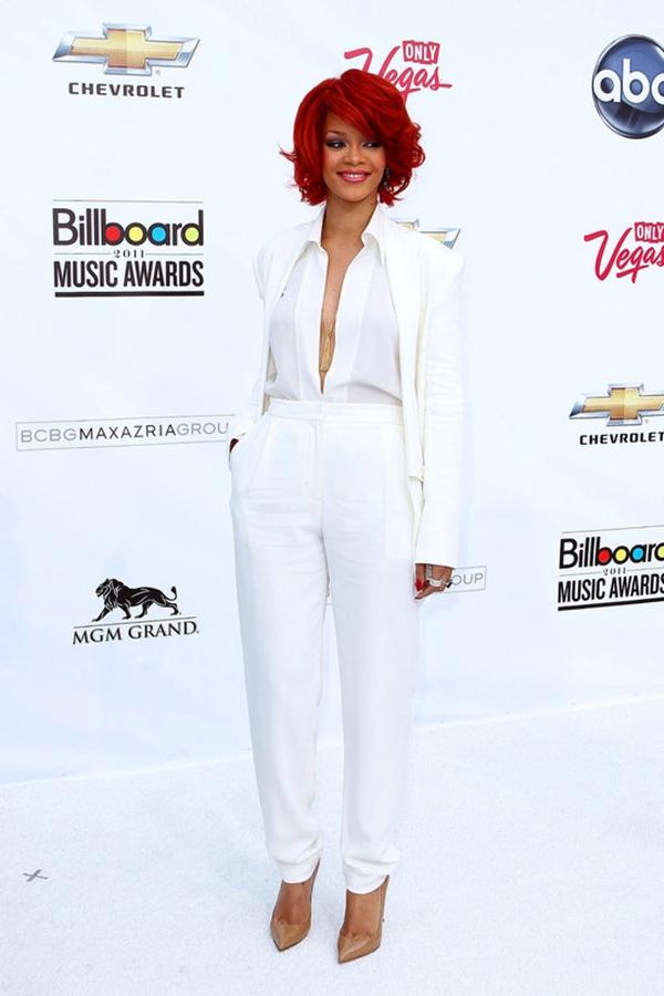 Rijana u belom odelu Trend sa crvenog tepiha: Ženska odela