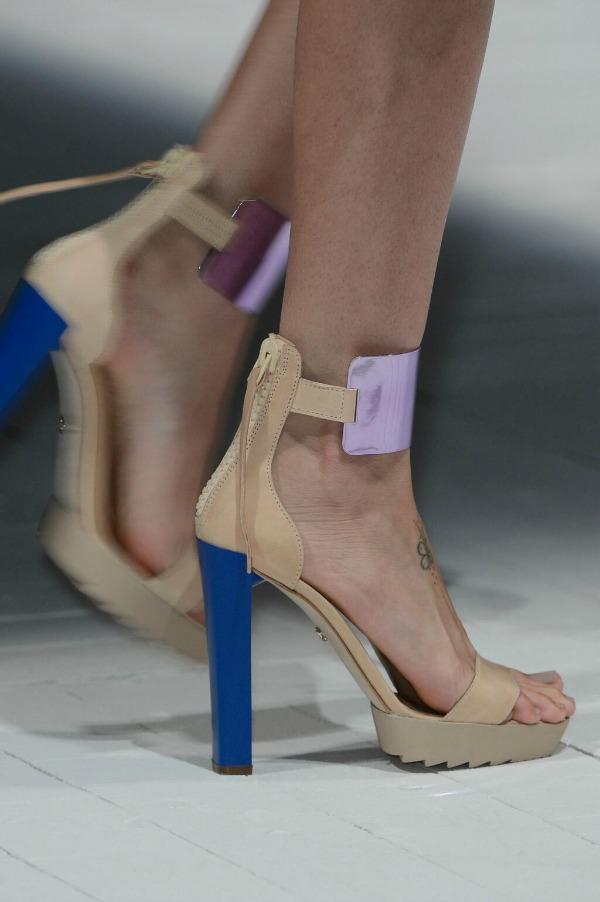 "Sandale Twitter na crvenom tepihu: ""Malo levo, pa desno, hopa cupa"""