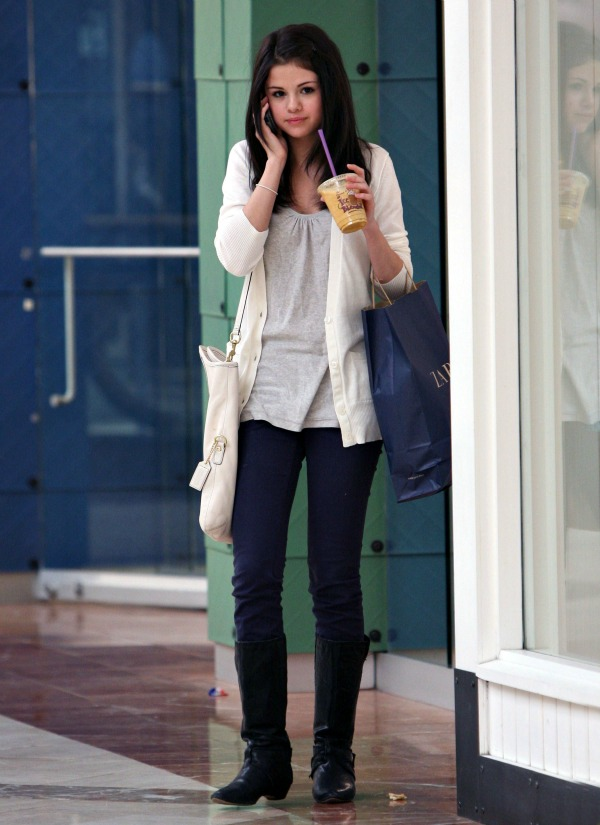 Selena Gomez1 Street Style: Selena Gomez