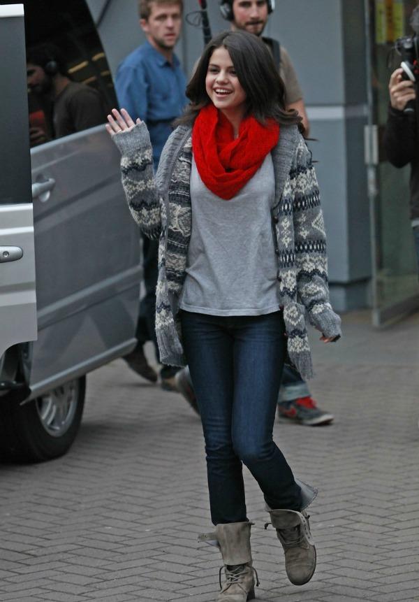 Selena Gomez2 Street Style: Selena Gomez