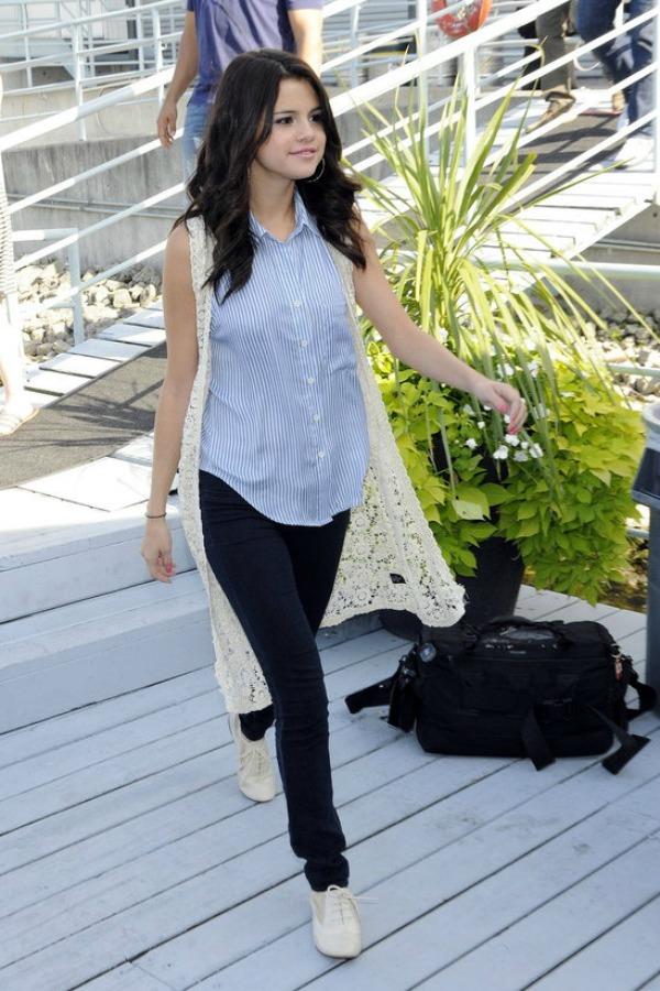Selena Gomez6 Street Style: Selena Gomez