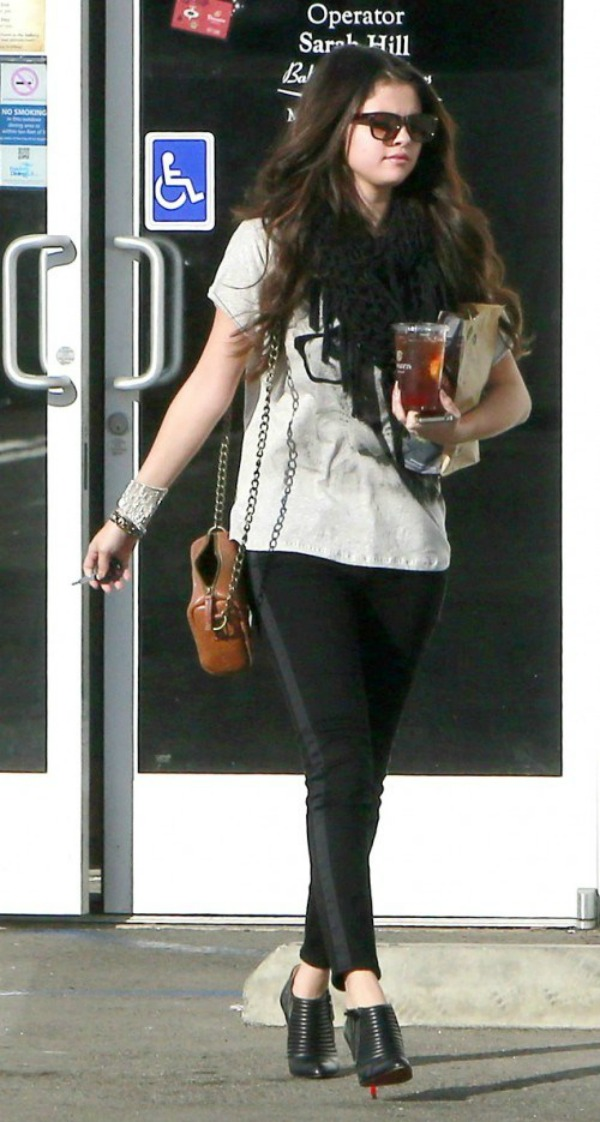 Selena Gomez8 Street Style: Selena Gomez