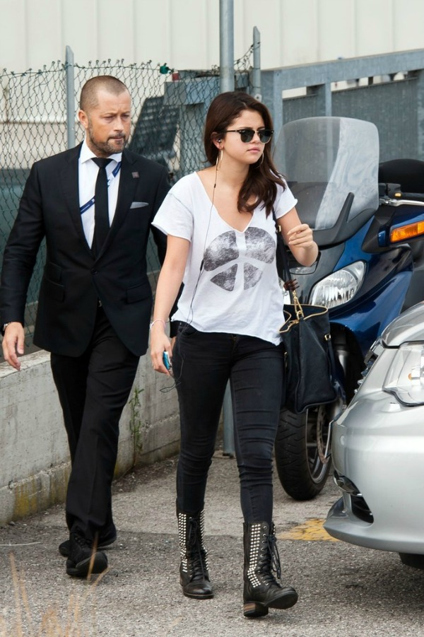 Selena Gomez9 Street Style: Selena Gomez