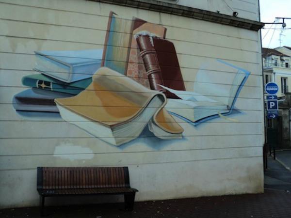 Simpatična fasada biblioteke u francuskom gradiću Fondenblu Ulični lepotani