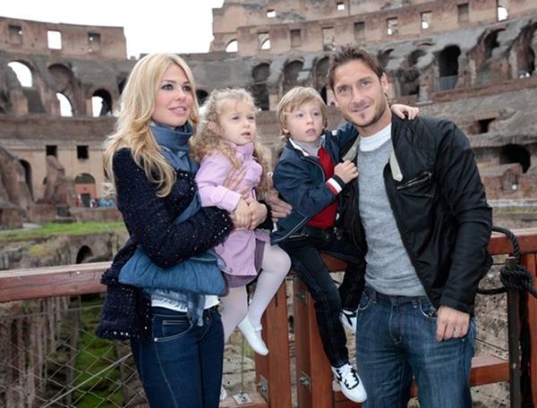 """Toti sa porodicom Francesco Totti: Dve decenije """"Princa Rima"""" u Seriji A"""