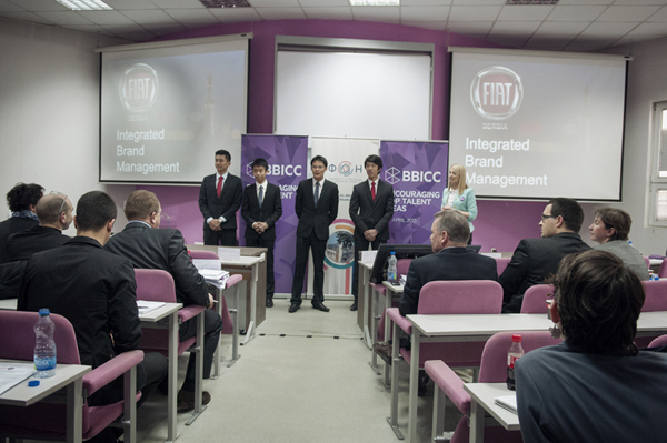 VUK 47901 Studenti iz celog sveta rešavali studiju slučaja za nacionalni brend FIAT 500 L