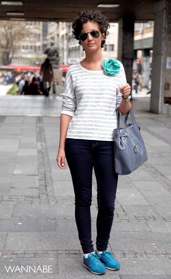 devojka sa plavim cvetom na majci 3 Belgrade Style Catcher: Klasika na ulicama Beograda