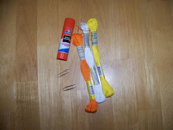 materijal Uradi sam: Jednostavne naušnice od spajalice i špage