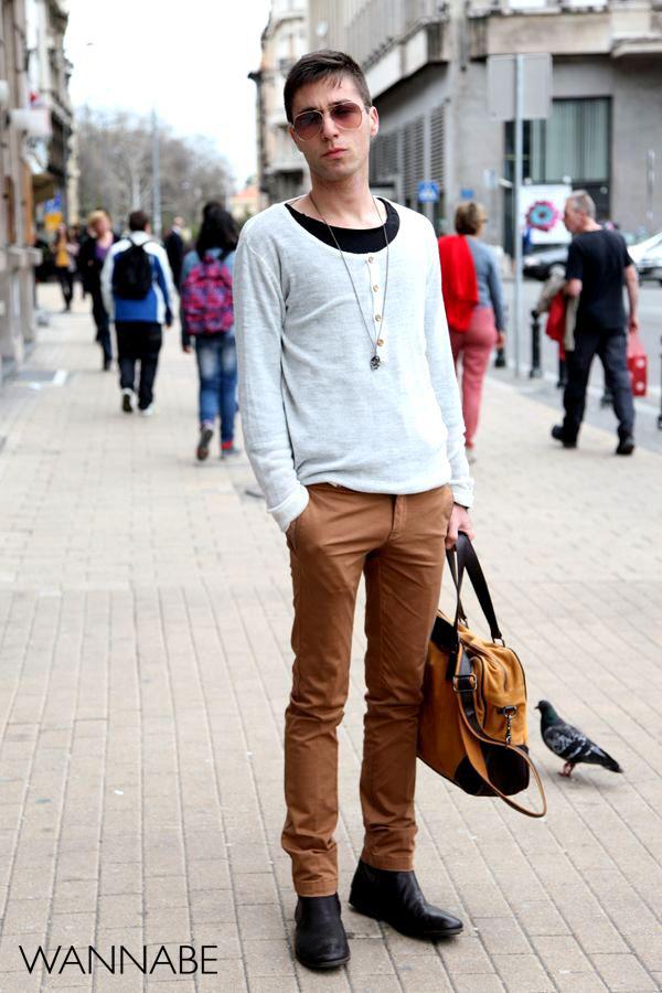 momak u braon beloj kombinaciji1 Belgrade Style Catcher: Klasika na ulicama Beograda