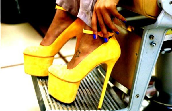 Štikle Modni saveti: Kako nositi žutu boju