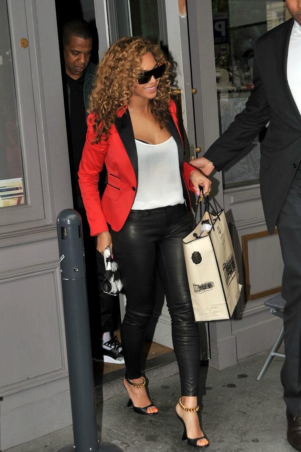 Beyonce 2 Top 10 Street Style: Beyoncé