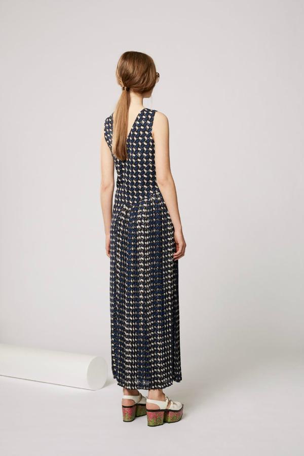 Bez rukava. Top 10 najlepših dugačkih haljina za tople mesece