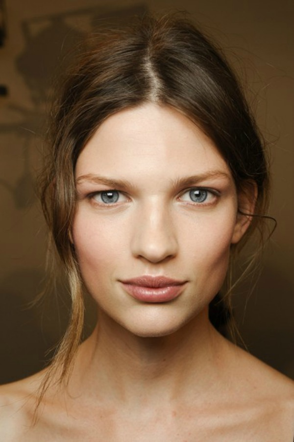 Bottega Veneta Beauty trend za proleće/leto 2013. godine: Podignuta kosa