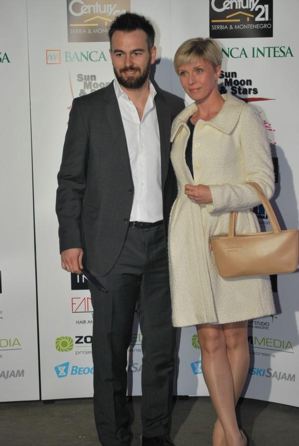 Jelena Helc sa suprugom foto Slavomir Milanov 12 Revija povodom 30 godina umetničkog rada