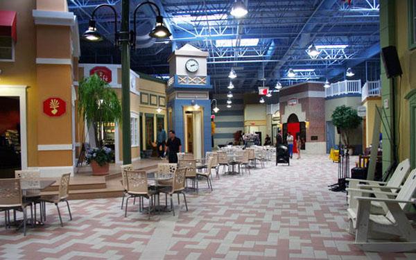 Kancelarije koje podsećaju na kafić u tržnom centru Poslovni prostori u znaku kreativnosti