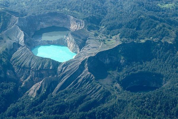 Kelimutska jezera Fascinantna kraterska jezera