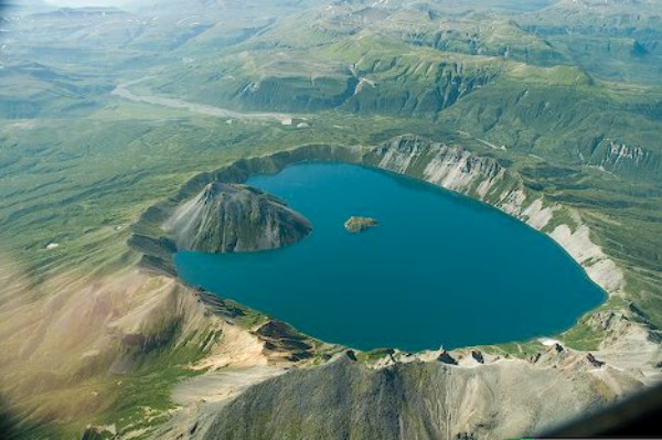 Kratersko jezero Fascinantna kraterska jezera