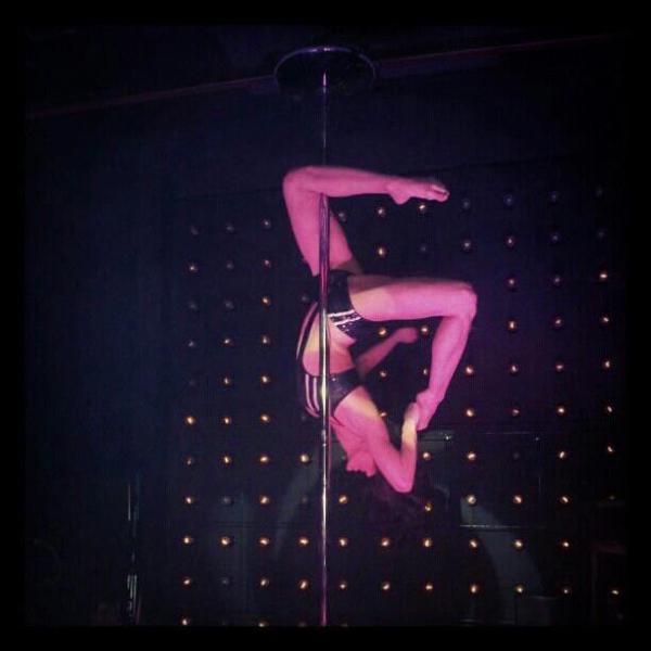 """Maya Brankow Bar """"Brankow"""": Ples oko šipke & zagrevanje za Depeche mode"""