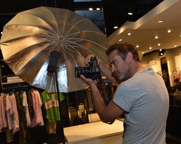 Miša Obradović dok snima editorijal Live Vip Fashion Shopping Night