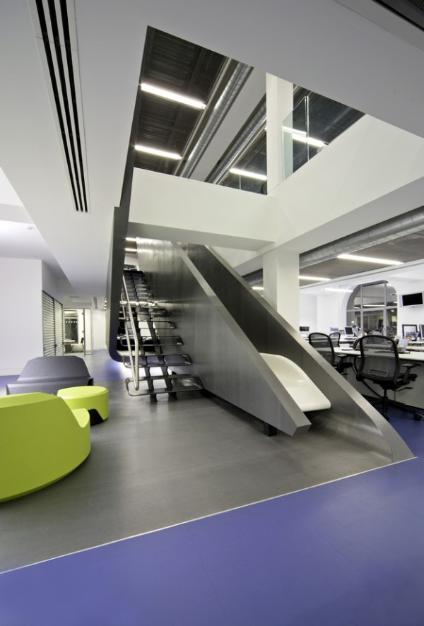 Moderni enterijer i futiristički tobogan Poslovni prostori u znaku kreativnosti
