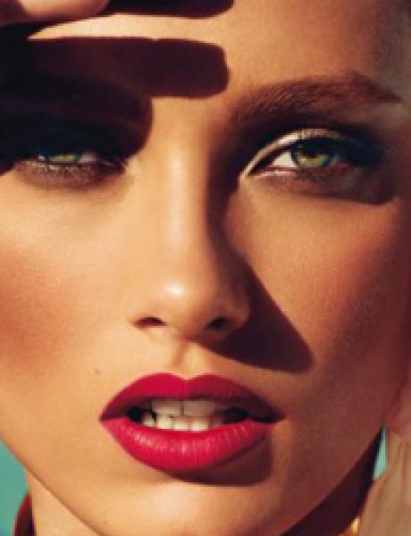 "Modni zalogaj: Zanosna Karmen Pedaru za ""Vogue Germany"""