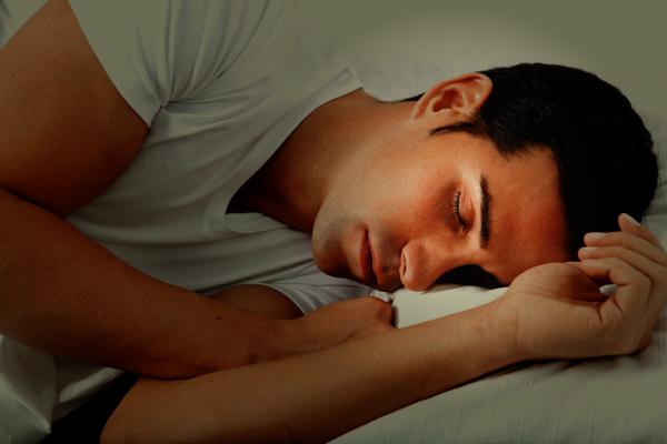 Muškarac koji spava Mama, ja njega volim
