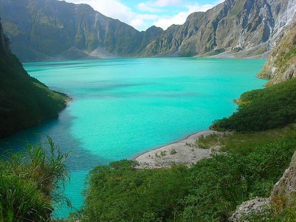 Pinatubo Fascinantna kraterska jezera