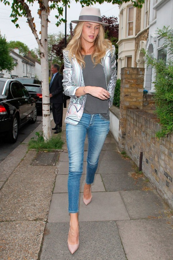 Rosie Huntington Whiteley Celebrity stil dana: Rosie Huntington Whiteley