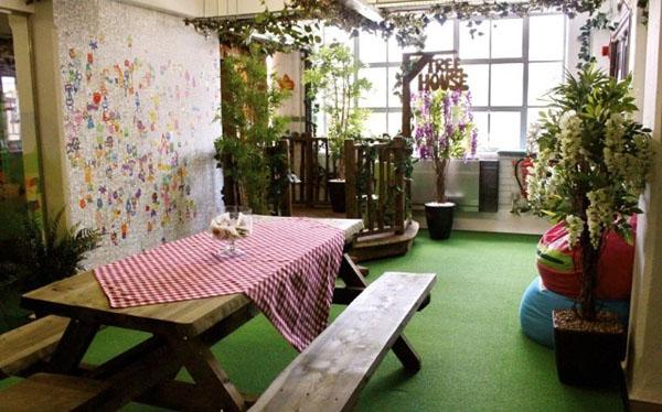 Saksijsko bilje i karirani stolnjak Poslovni prostori u znaku kreativnosti