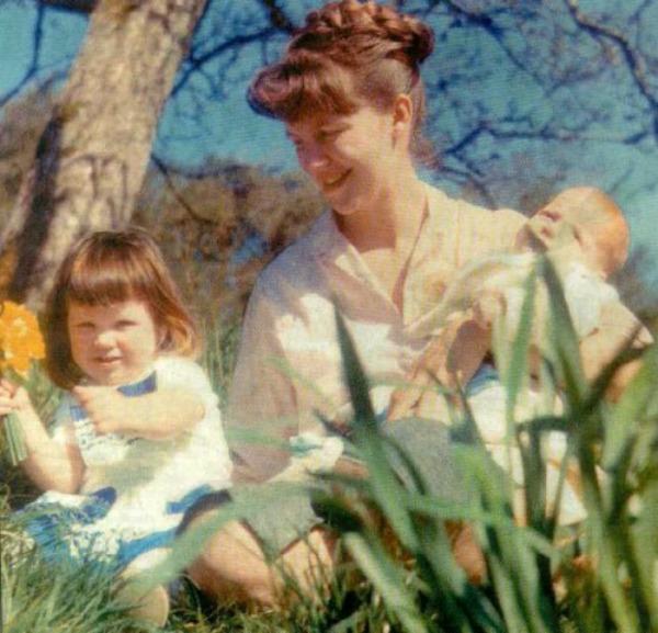 Silvija sa decom Ljubavi svetskih pisaca: Sylvia Plath
