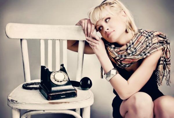 Telefonski poziv Oko mene hiljadu ludaka što misle da sam jaka