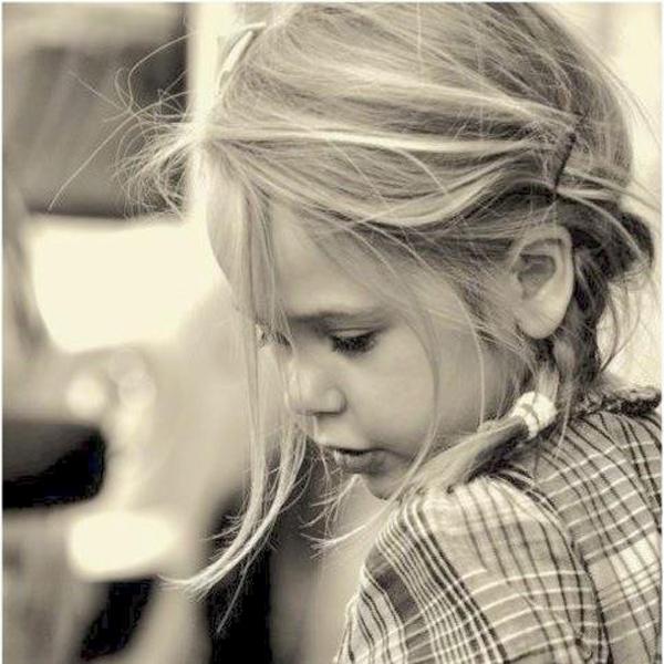 U ljubavi ne treba puno da se misli i da se gubi vreme Tako Dunja kaže: Na devojci se gleda i lepota i zgodnoća!