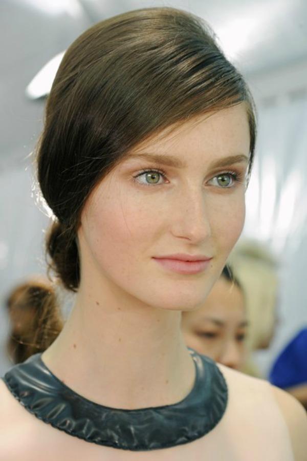 Valentino Beauty trend za proleće/leto 2013. godine: Podignuta kosa