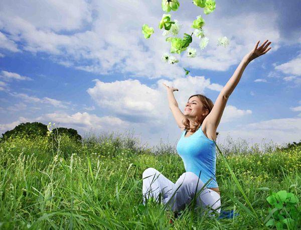 happywomaninfield1 opt Osam saveta za zdravlje i sreću