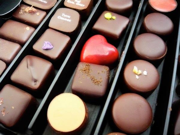 Čokoladice poređane u redovima Vodič kroz potpuni užitak: Radionice čokolade