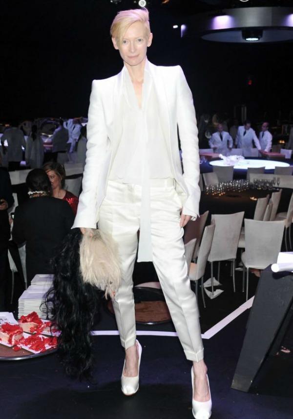 2 Tilda Swinton Moderne i elegantne: Nosite pantalone sa stilom