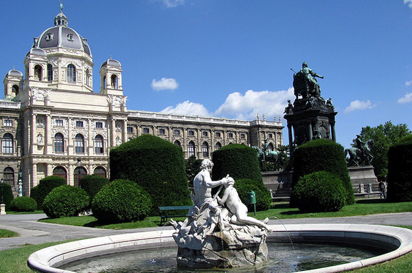 5 Dvoriste ispred muzeja u Becu Deset najlepših muzeja umetnosti u Evropi