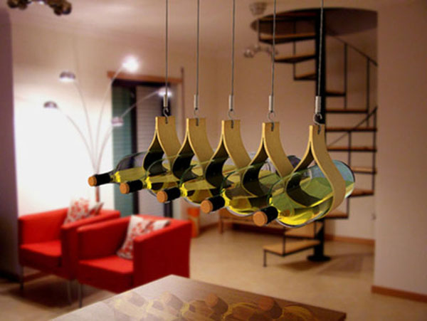 Držači u obliku lustera Dekorativni i korisni: Deset držača za vinske boce