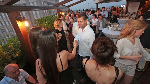 Gosti su uzivali uz rezidentnog DJa Žurka na krovu povodom nove sezone Purobeach a