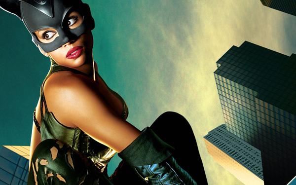 """Hali Beri 1 Najveća filmska razočaranja: """"Catwoman"""""""