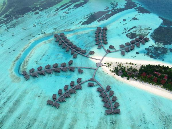 Maldivi i tirkizna voda iz ptičije perspektive Vodič kroz najmanje zemlje sveta
