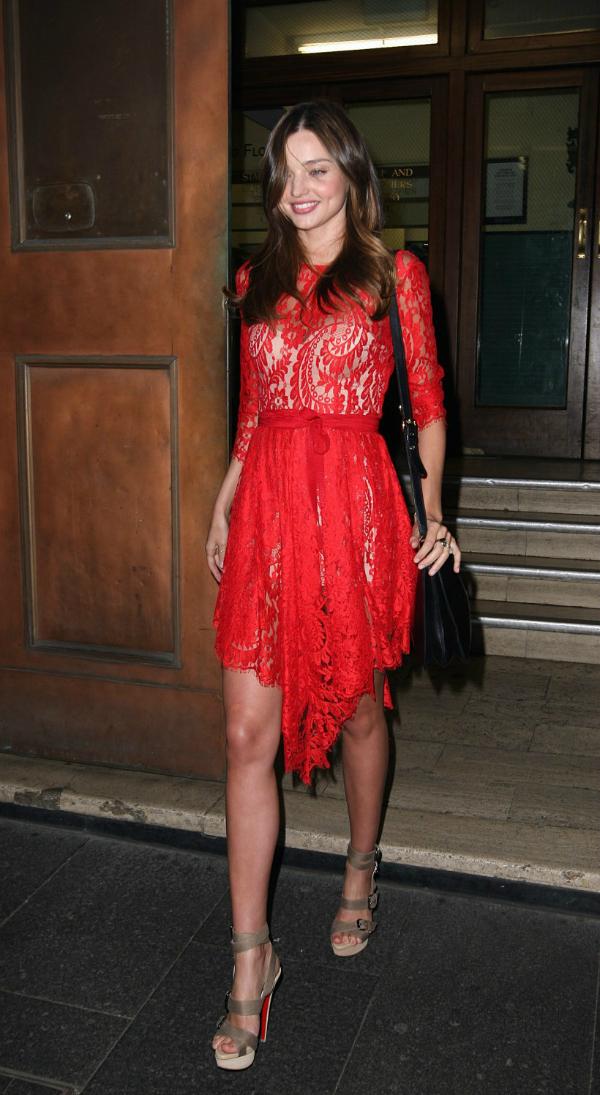Miranda Deset poznatih dama u čipkastim haljinama