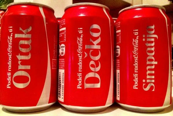 Naslovljena coca cola Twitter na crvenom tepihu: Nađi nekog za sebe i ljubi se satima