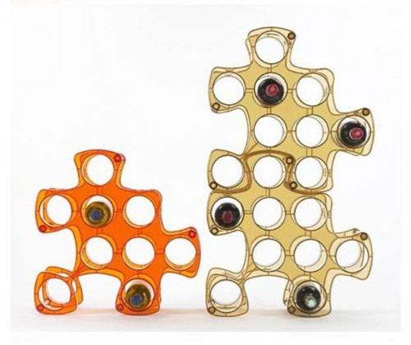 Plastičan držač u obliku puzli Dekorativni i korisni: Deset držača za vinske boce