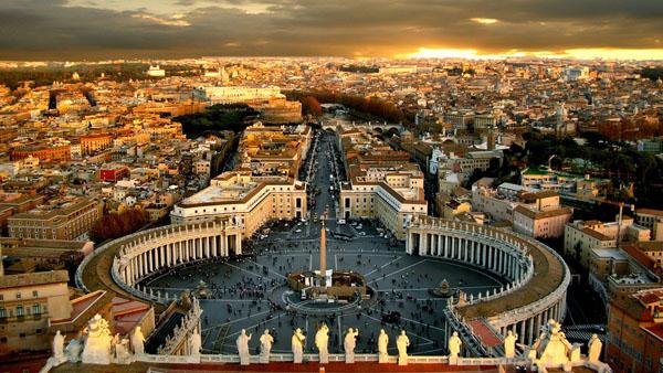 Pogled na trg Vatikana u sumrak Vodič kroz najmanje zemlje sveta